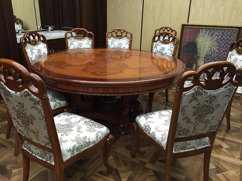 Круглый стол из дерева по заказу