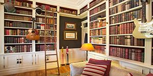 Деревянный антураж библиотек и кабинетов