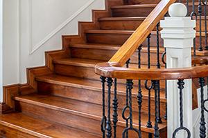 Преимущества и особенности выбора деревянных эксклюзивных лестниц